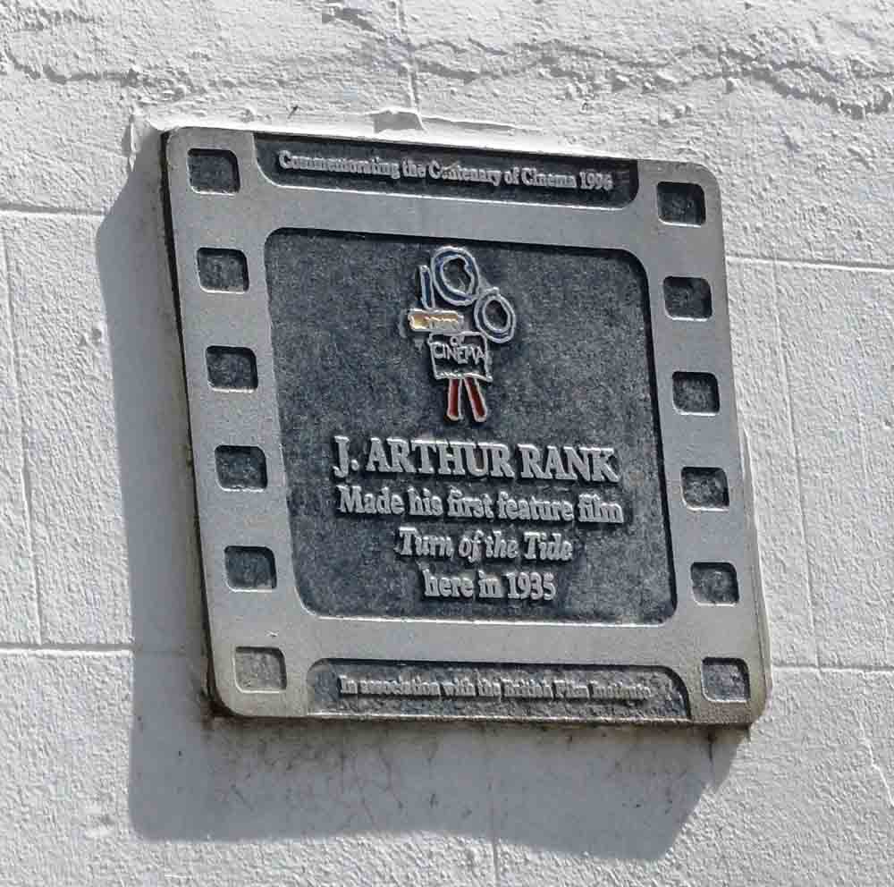 Turn of the Tide plaque outside Bay Hotel